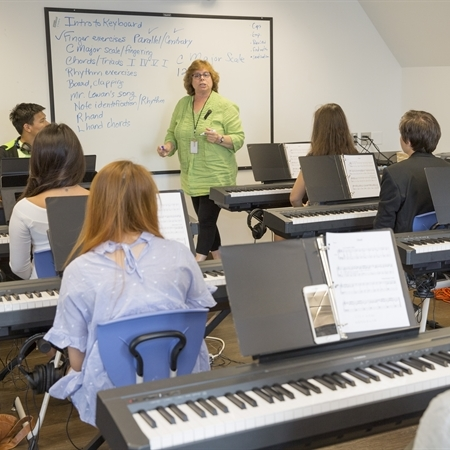 Why Electives Matter at American Boarding School, and How You Should Choose Them